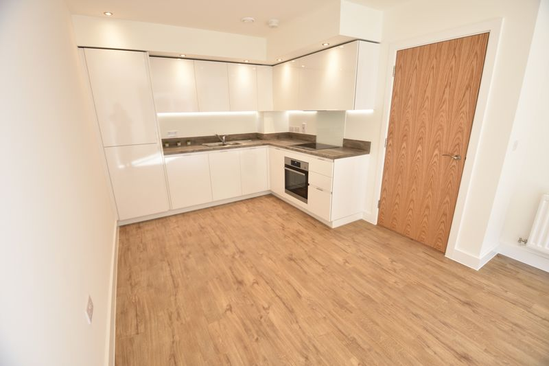 1 bedroom Flat to rent in Kimpton Road, Luton - Photo 3