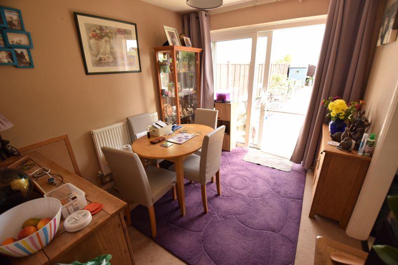 2 bedroom Mid Terrace to buy in Leaside, Dunstable - Photo 3