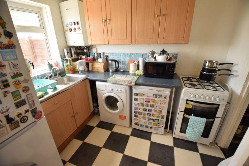 2 bedroom Mid Terrace to buy in Leaside, Dunstable - Photo 4