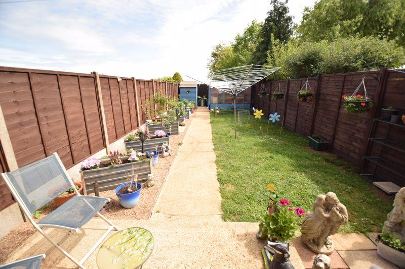2 bedroom Mid Terrace to buy in Leaside, Dunstable - Photo 8