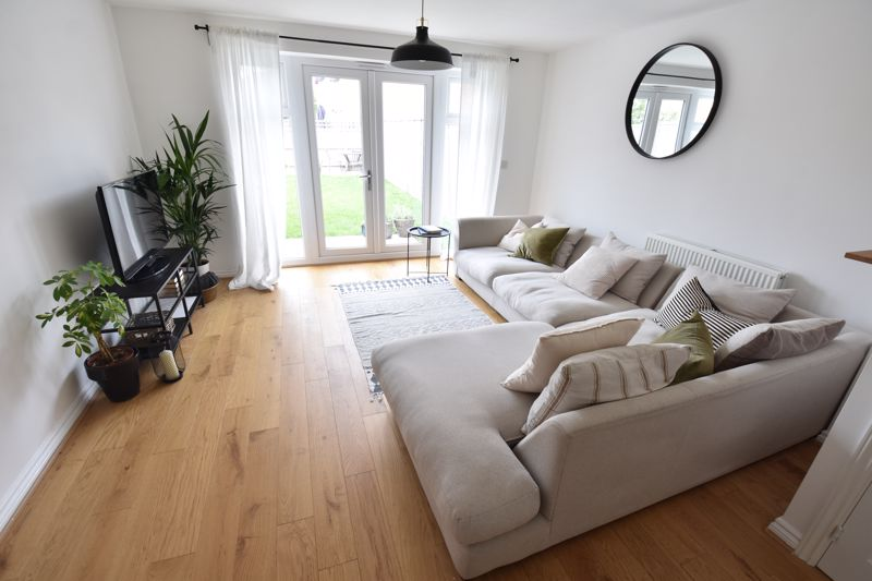 2 bedroom Mid Terrace to buy in Verde Close, Luton - Photo 4