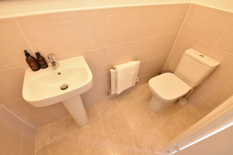 2 bedroom Mid Terrace to buy in Verde Close, Luton - Photo 7