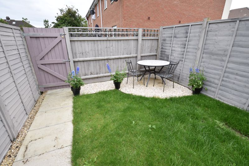 2 bedroom Mid Terrace to buy in Verde Close, Luton - Photo 13