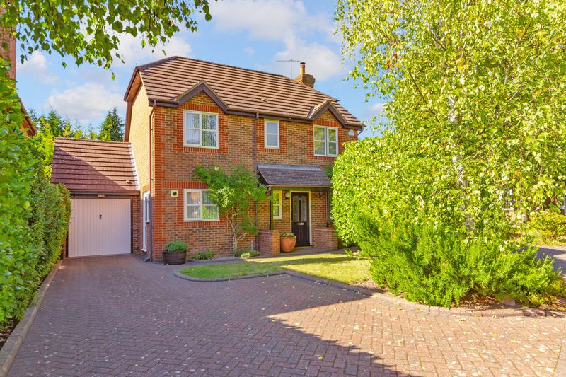 4 bedroom Detached  to buy in Greenside Park, Luton