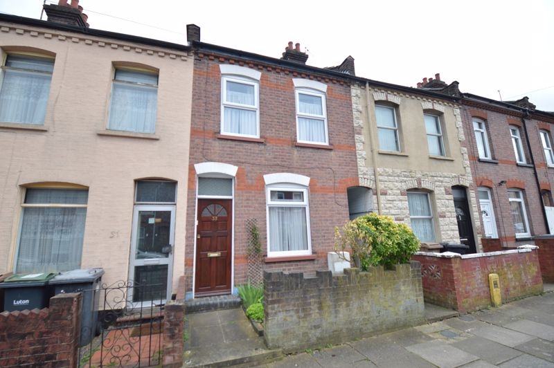 2 bedroom Mid Terrace to buy in Naseby Road, Luton