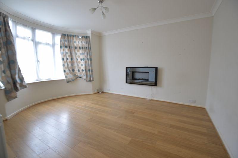 3 bedroom Semi-Detached  to buy in Eaton Valley Road, Luton - Photo 19