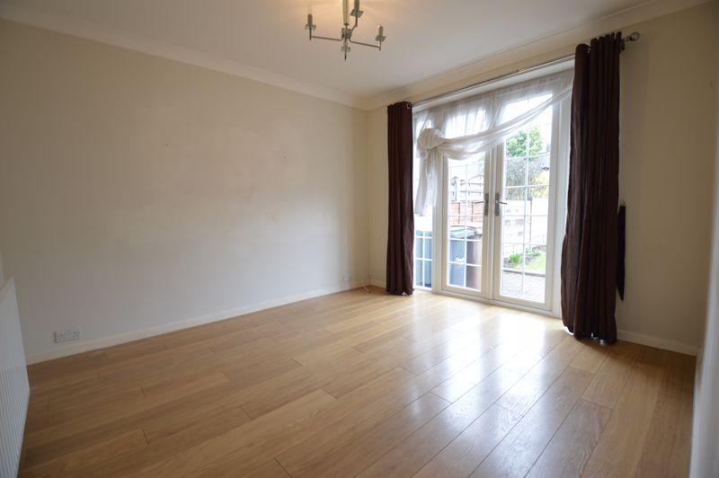 3 bedroom Semi-Detached  to buy in Eaton Valley Road, Luton - Photo 21