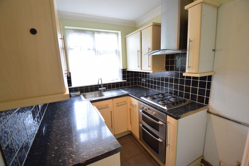 3 bedroom Semi-Detached  to buy in Eaton Valley Road, Luton - Photo 23