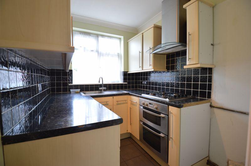 3 bedroom Semi-Detached  to buy in Eaton Valley Road, Luton - Photo 24