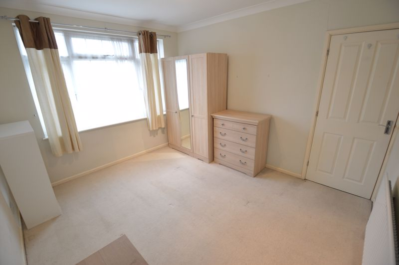 3 bedroom Semi-Detached  to buy in Eaton Valley Road, Luton - Photo 26
