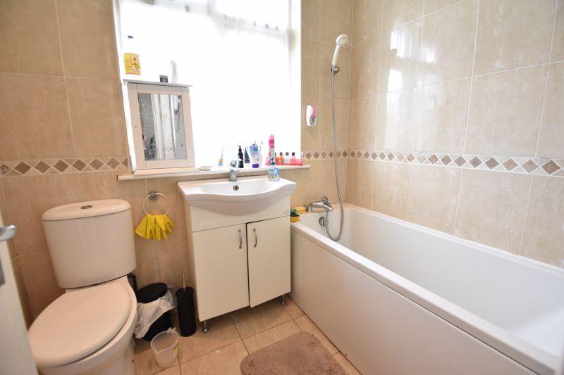 3 bedroom Semi-Detached  to buy in Eaton Valley Road, Luton - Photo 11