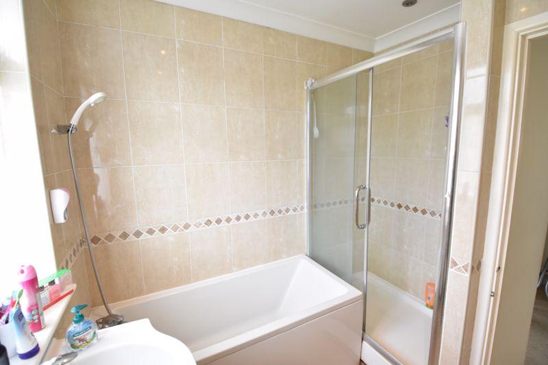3 bedroom Semi-Detached  to buy in Eaton Valley Road, Luton - Photo 12