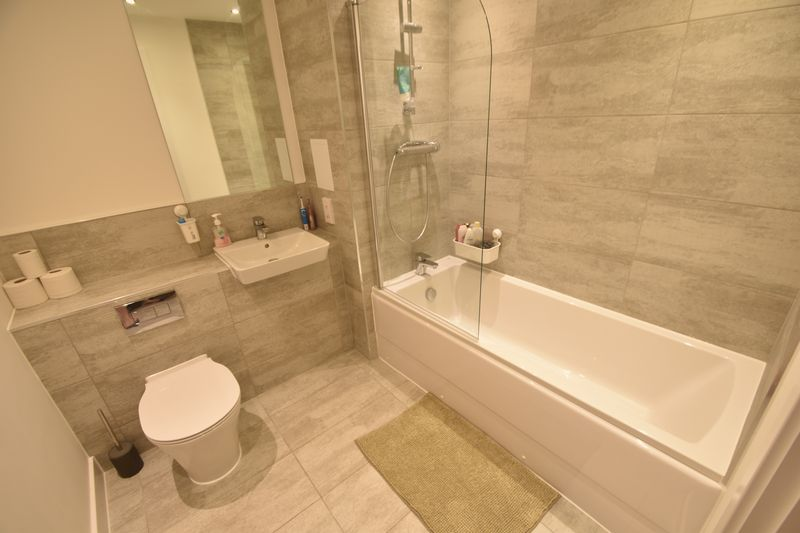 2 bedroom Flat to rent in Kimpton Road, Luton - Photo 1
