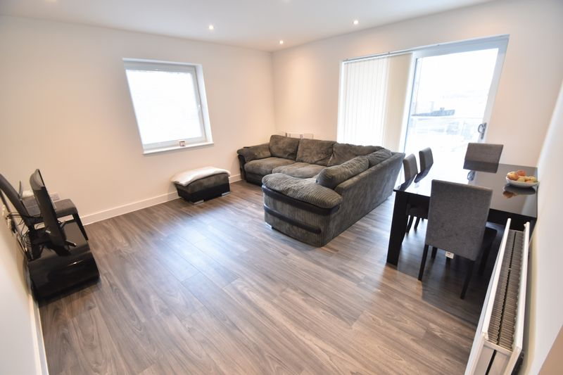 2 bedroom Flat to rent in Kimpton Road, Luton - Photo 3