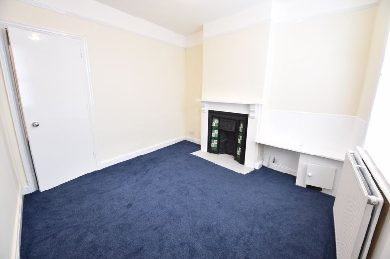 2 bedroom Mid Terrace to rent in Hartley Road, Luton - Photo 2