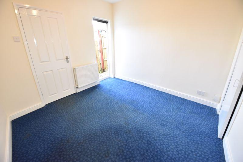 2 bedroom Mid Terrace to rent in Hartley Road, Luton - Photo 4