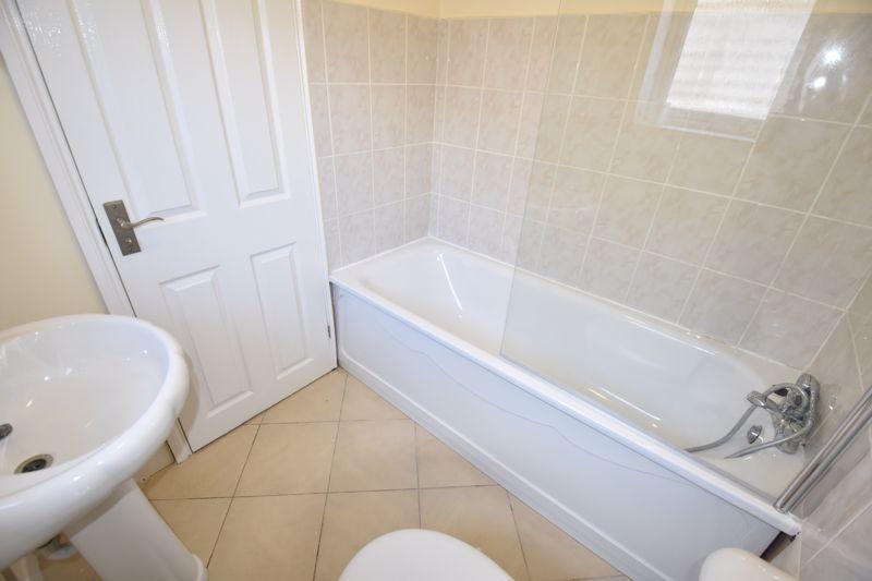 2 bedroom Mid Terrace to rent in Hartley Road, Luton - Photo 7