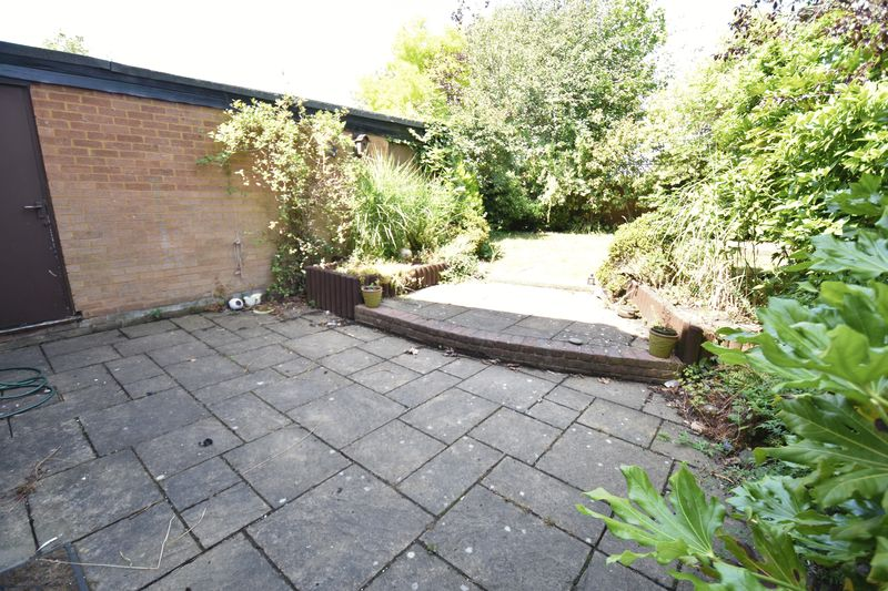 4 bedroom  to buy in Walsingham Close, Luton - Photo 3