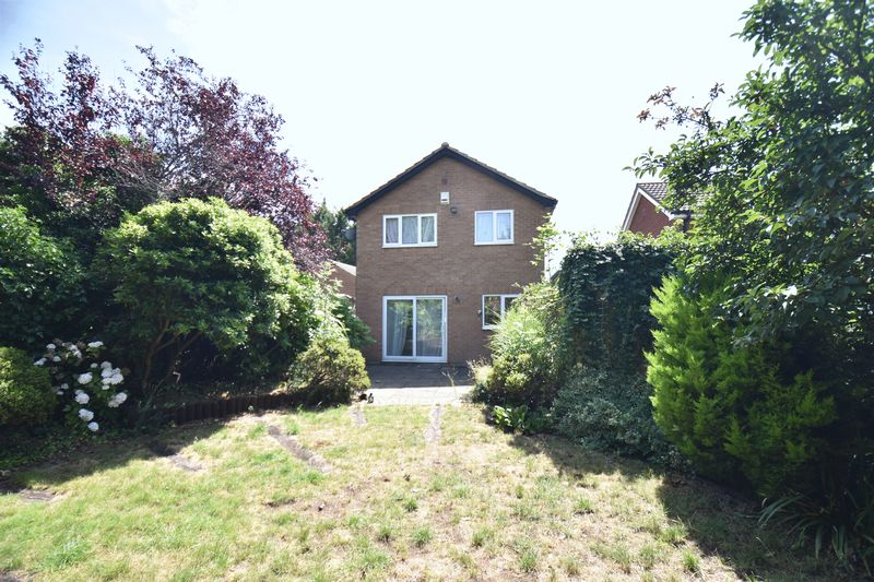4 bedroom  to buy in Walsingham Close, Luton - Photo 5