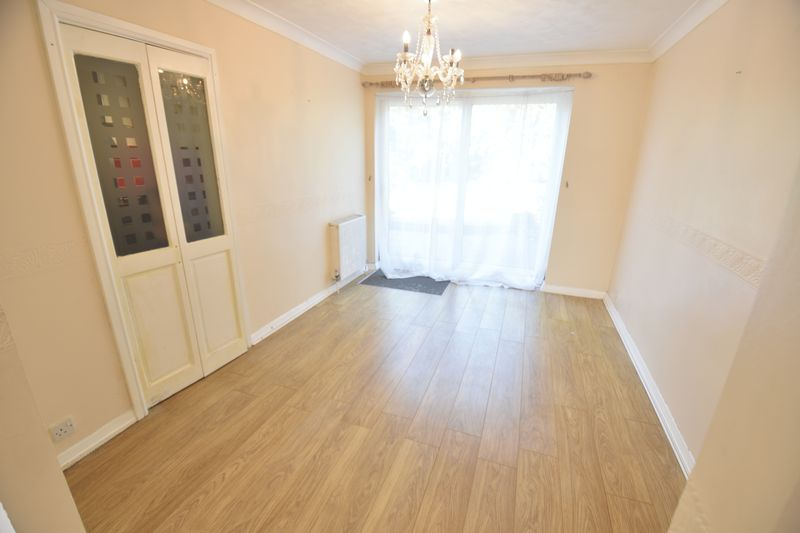 4 bedroom  to buy in Walsingham Close, Luton - Photo 7