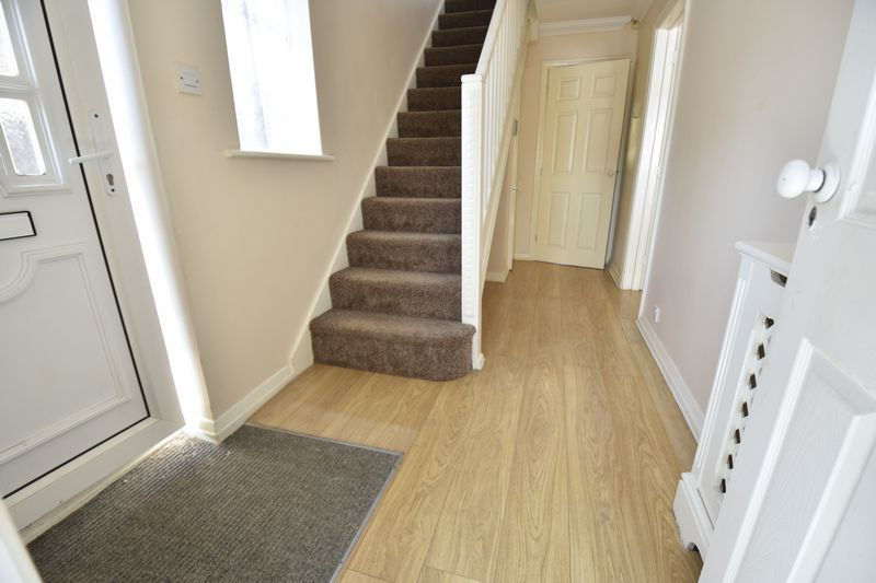4 bedroom  to buy in Walsingham Close, Luton - Photo 8