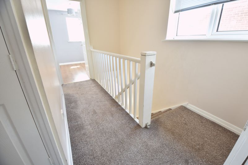 4 bedroom  to buy in Walsingham Close, Luton - Photo 10