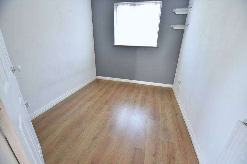 4 bedroom  to buy in Walsingham Close, Luton - Photo 11