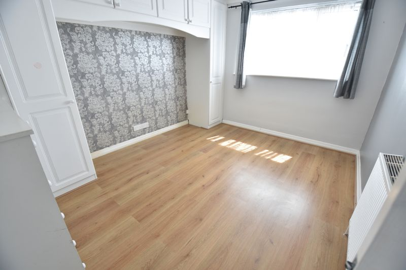 4 bedroom  to buy in Walsingham Close, Luton - Photo 14