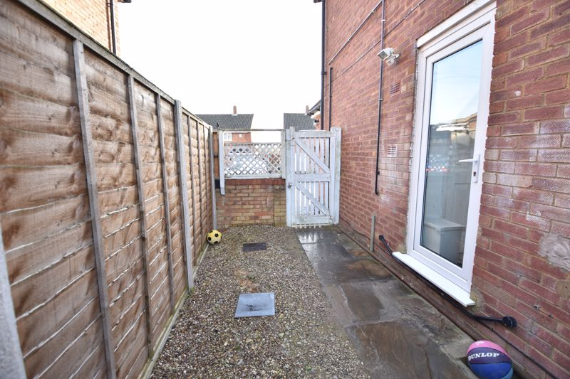 2 bedroom Semi-Detached  to buy in Dewsbury Road, Luton - Photo 6