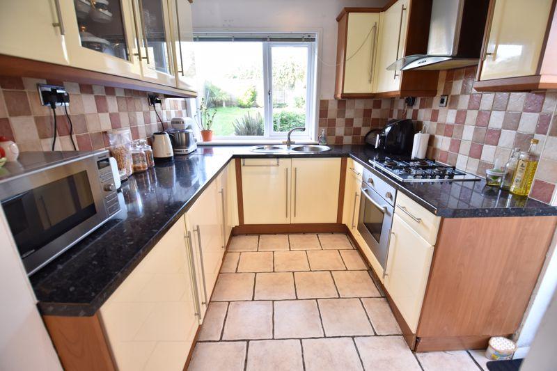 2 bedroom Semi-Detached  to buy in Dewsbury Road, Luton - Photo 12