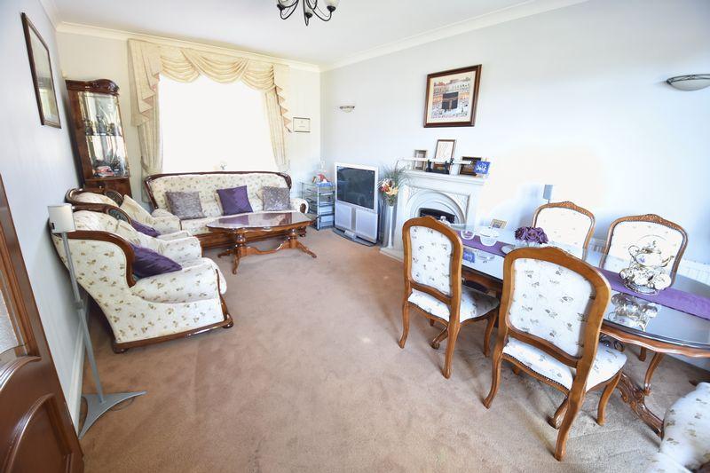 5 bedroom Detached  to buy in Montrose Avenue, Luton - Photo 8
