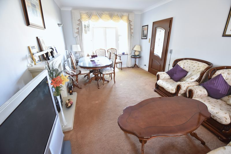 5 bedroom Detached  to buy in Montrose Avenue, Luton - Photo 9