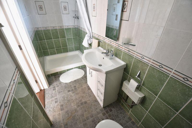 5 bedroom Detached  to buy in Montrose Avenue, Luton - Photo 28