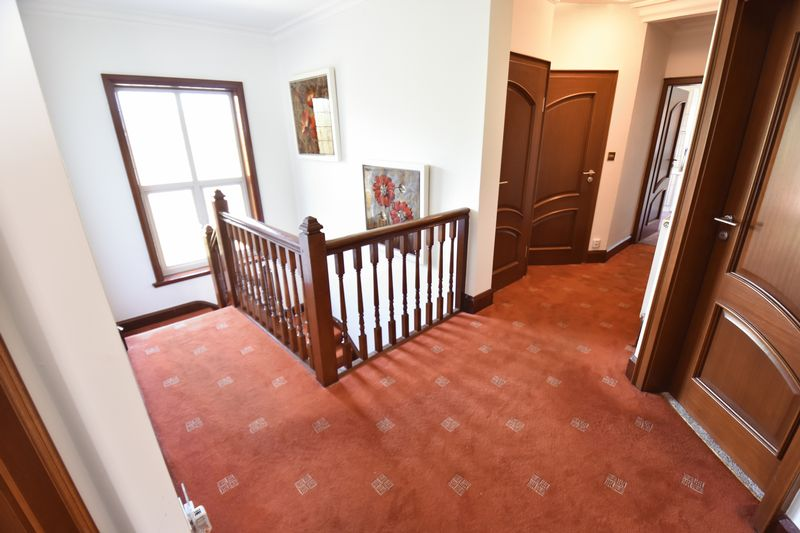 5 bedroom Detached  to buy in Montrose Avenue, Luton - Photo 14