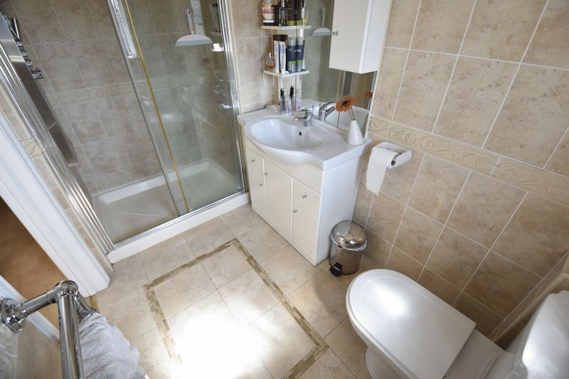 5 bedroom Detached  to buy in Montrose Avenue, Luton - Photo 18