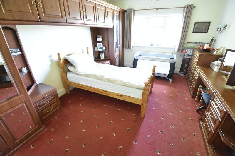 5 bedroom Detached  to buy in Montrose Avenue, Luton - Photo 19