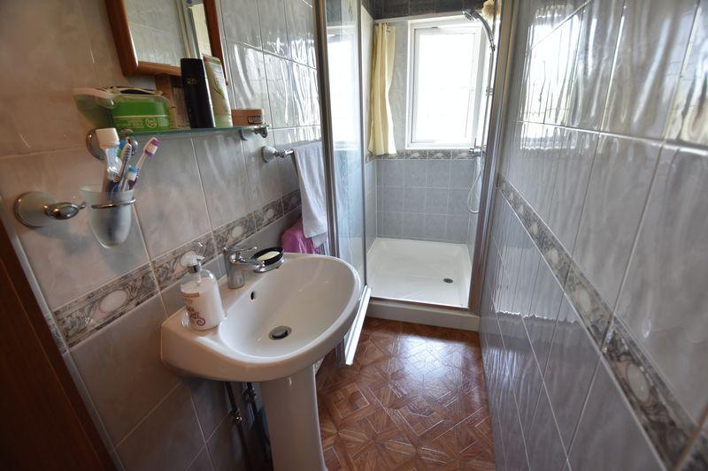 5 bedroom Detached  to buy in Montrose Avenue, Luton - Photo 22