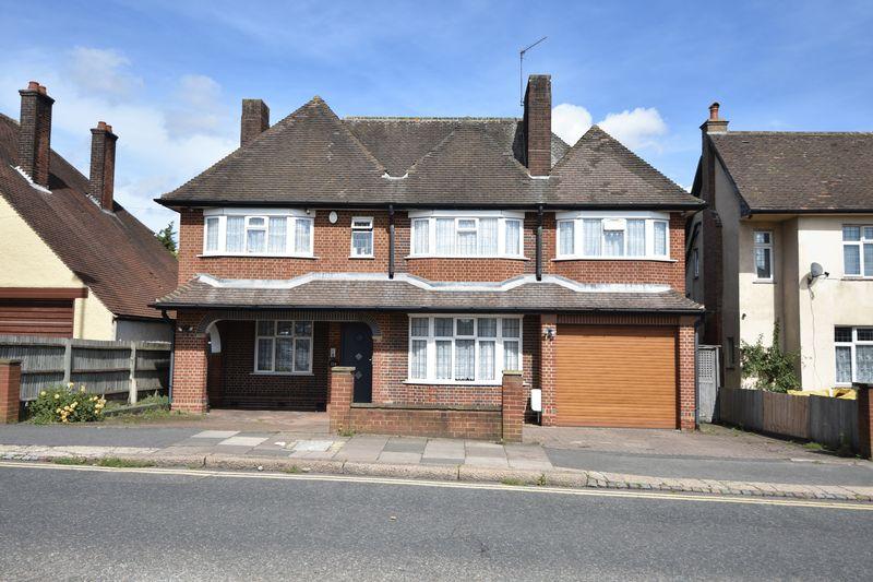 5 bedroom Detached  to buy in Montrose Avenue, Luton - Photo 2