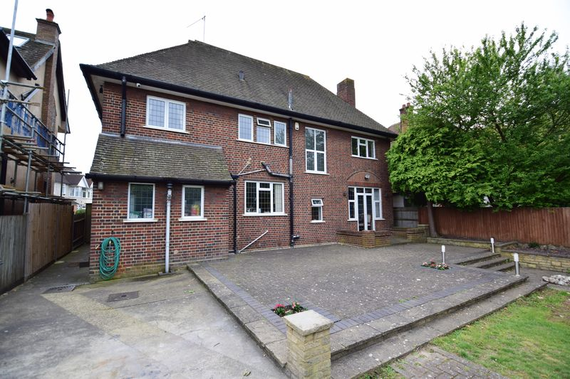 5 bedroom Detached  to buy in Montrose Avenue, Luton - Photo 34