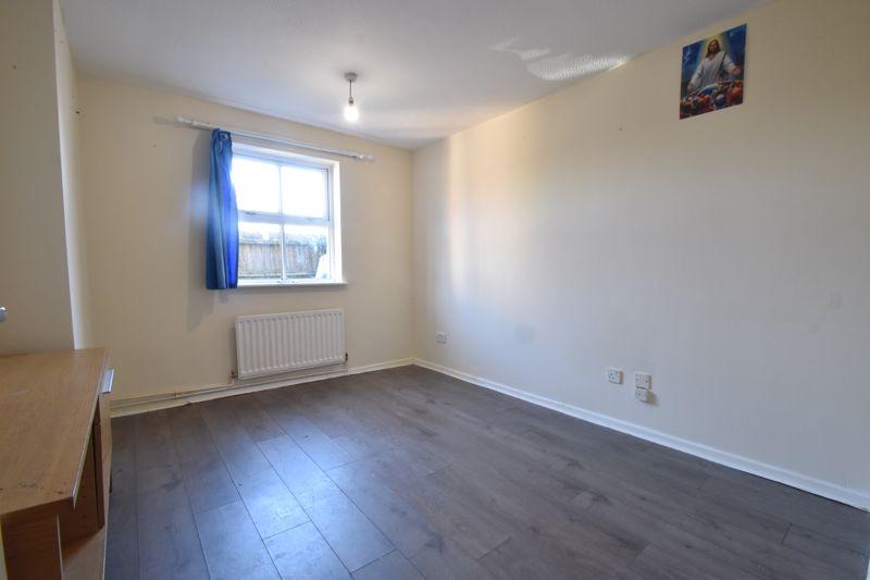 1 bedroom Maisonette to buy in Grove Road, Luton - Photo 1