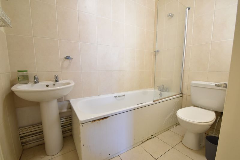 1 bedroom Maisonette to buy in Grove Road, Luton - Photo 2