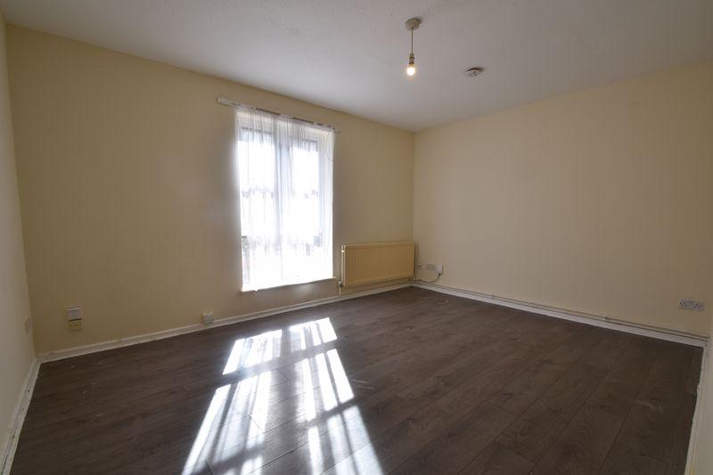 1 bedroom Maisonette to buy in Grove Road, Luton - Photo 4