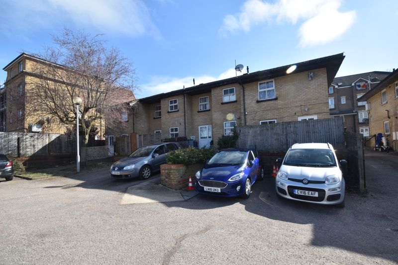 1 bedroom Maisonette to buy in Grove Road, Luton