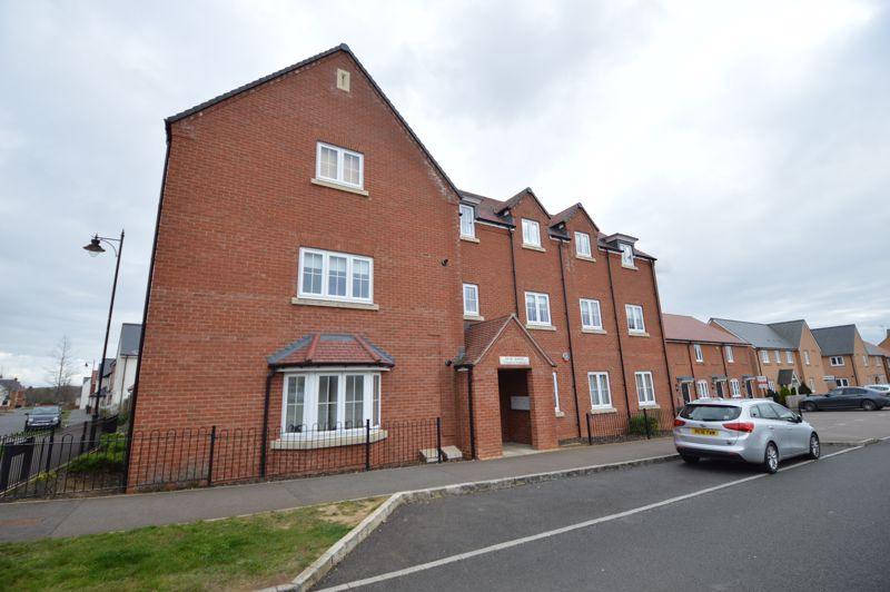 2 bedroom Flat to buy in Chestnut Avenue, Bedford
