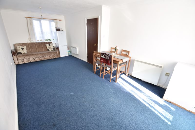 2 bedroom Flat to buy in Petunia Court, Luton - Photo 2
