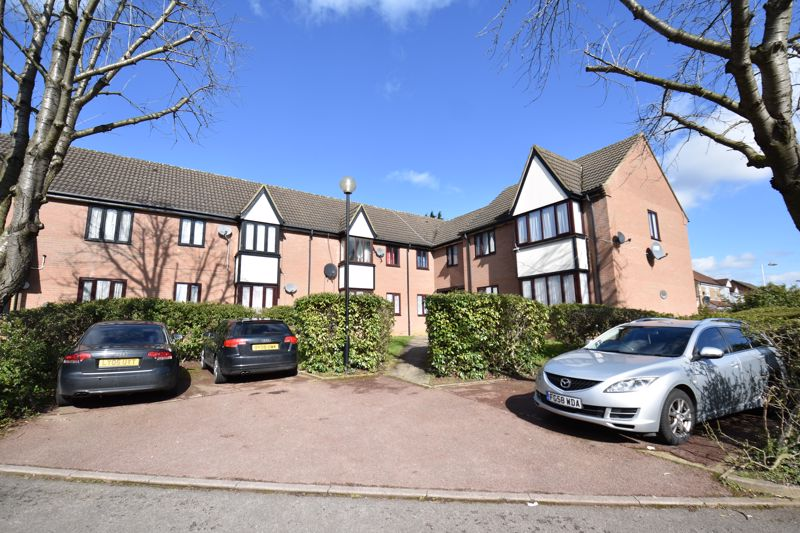 2 bedroom Flat to buy in Petunia Court, Luton - Photo 7
