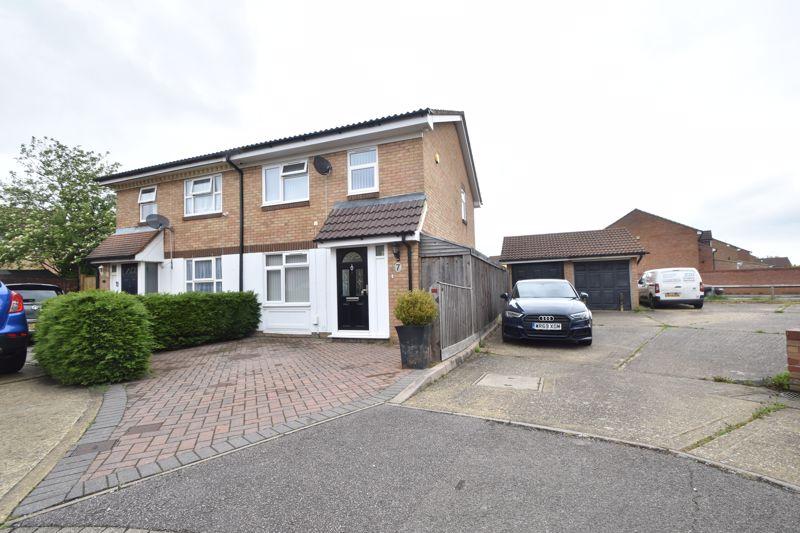 3 bedroom Semi-Detached  to buy in Berrow Close, Luton