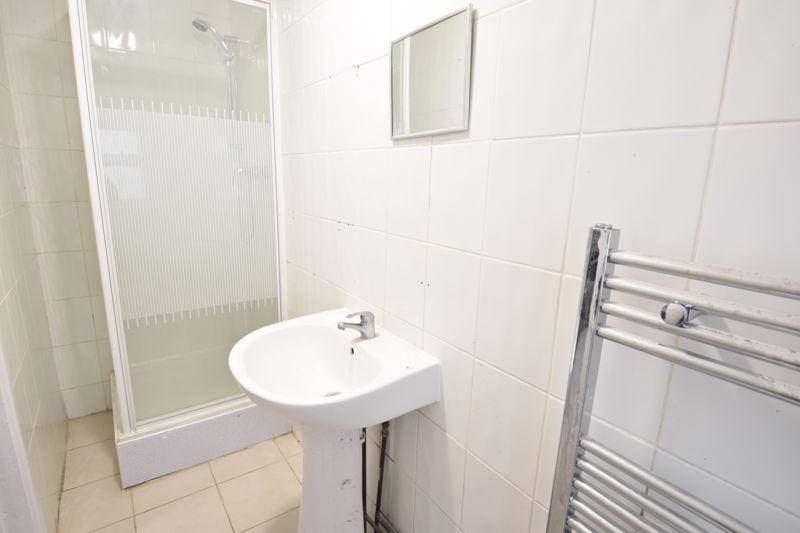 8 bedroom  to rent in Biscot Road, Luton - Photo 16