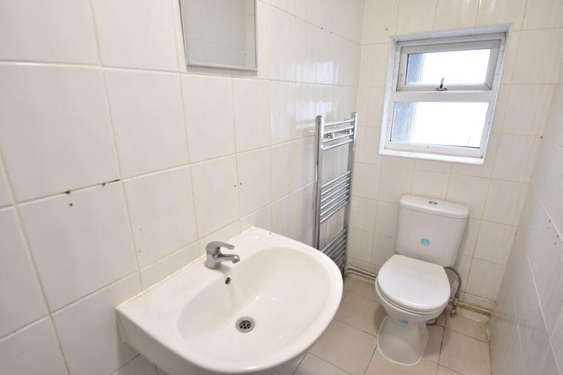 8 bedroom  to rent in Biscot Road, Luton - Photo 17