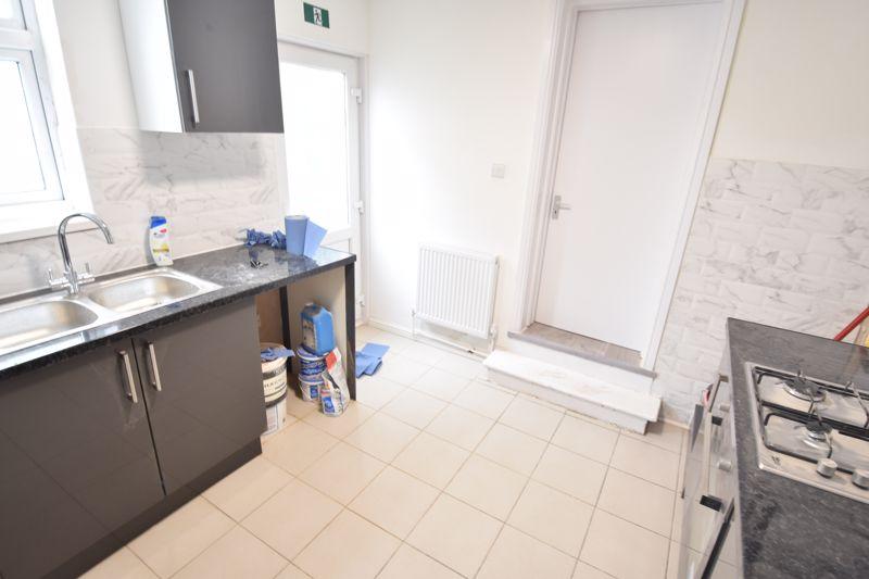 8 bedroom  to rent in Biscot Road, Luton - Photo 19